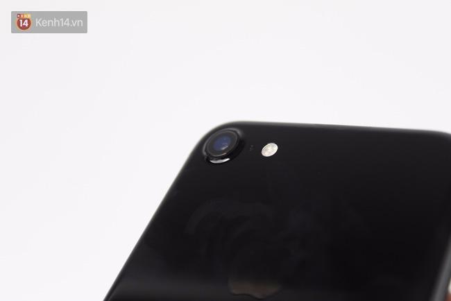 Đã có iPhone 7 đen bóng đầu tiên tại Việt Nam: Đẹp bóng bẩy! - Ảnh 11.