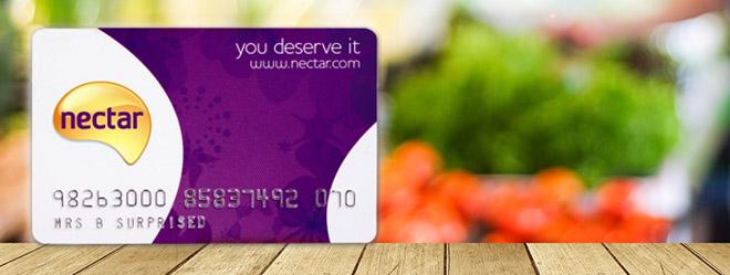 Tiết kiệm thông minh với những chiếc thẻ bài khi du học ở Anh - Ảnh 1.