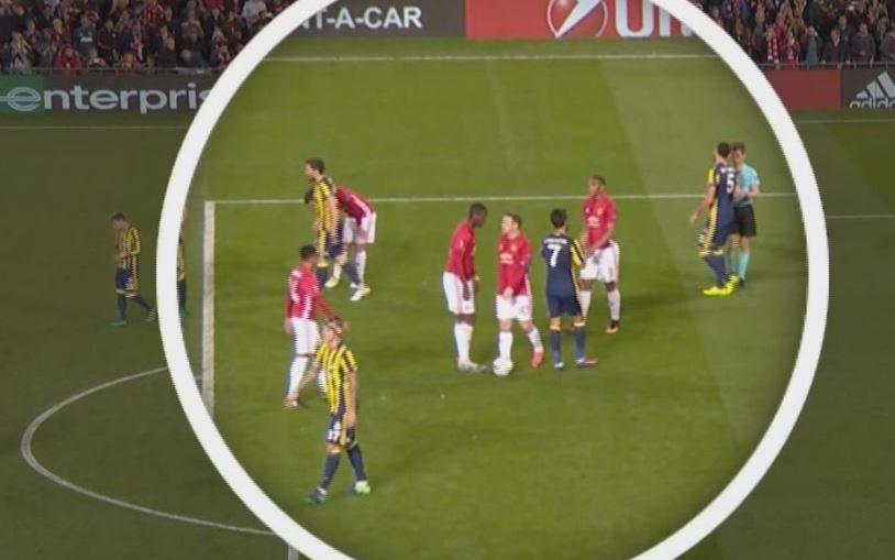 Mourinho lên tiếng vụ Rooney 2 lần bị 'cướp' phạt đền