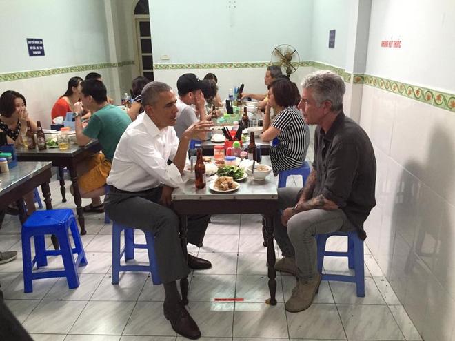Từ bánh mì Hội An đến bún chả Hà Nội, người đàn ông ngồi cùng bàn Obama đã phải lòng Việt Nam theo cách đó... - Ảnh 8.