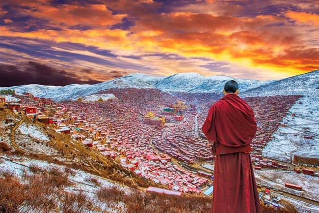 Trung Quốc phá dỡ nhà cửa ở học viện Phật giáo lớn nhất thế giới - Ảnh 3.