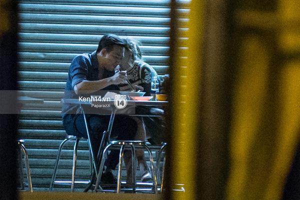 Nhiều lần thoải mái ôm hôn nơi công cộng, Trấn Thành và Hari Won đang là cặp đôi lộ liễu nhất Vbiz - Ảnh 1.