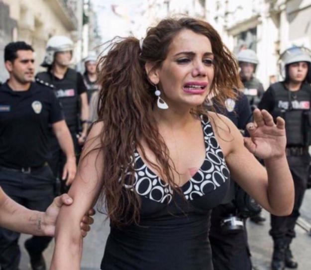 Một người chuyển giới bị hiếp dâm rồi thiêu sống tới chết gây phẫn nộ tại Thổ Nhĩ Kỳ - Ảnh 1.