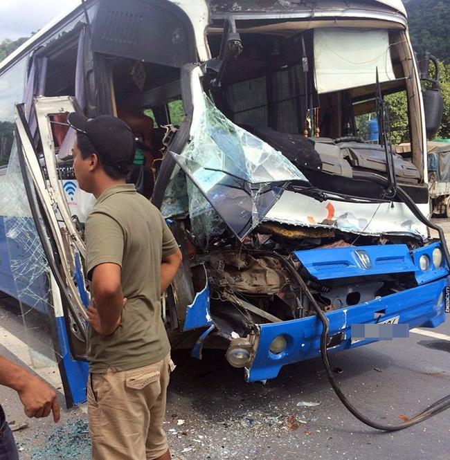 Xe tải dìu xe khách mất phanh lao đèo Bảo Lộc thoát tai nạn thảm khốc - Ảnh 1.