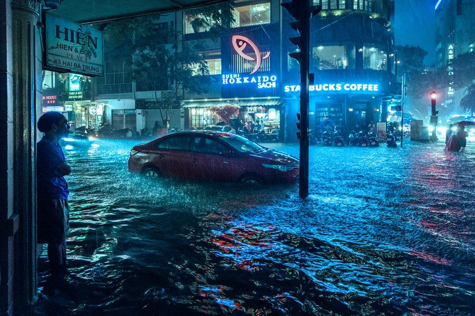 Những hình ảnh khó quên với người Sài Gòn trong trận mưa lịch sử ngày 26/9