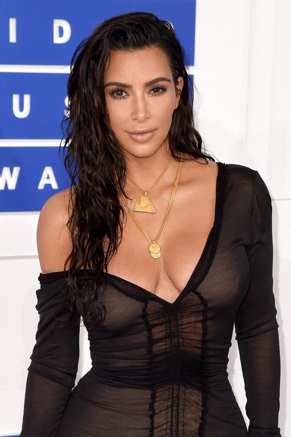 Kim siêu vòng 3 chi khoảng 17 triệu đồng cho 10 phút trang điểm - Ảnh 1.