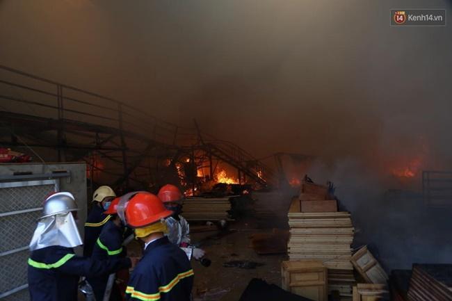 Nhiều người nghi vụ cháy ở KCN Ngọc Hồi do nhóm thợ hàn ống hút khói - ảnh 1