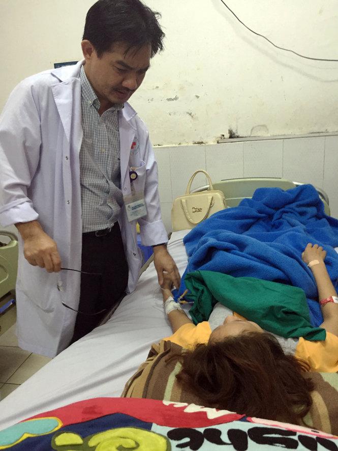 Cô gái bị mù mắt, đột quỵ vì nhờ người tiêm chất làm đầy mũi