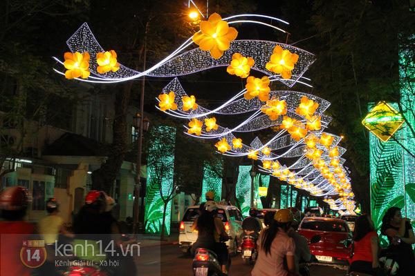 Sài Gòn đã thay đổi cách trang trí đường phố dịp Tết như thế nào trong 5 năm qua? - Ảnh 3.