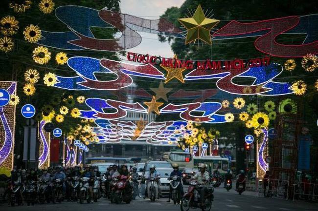 Sài Gòn đã thay đổi cách trang trí đường phố dịp Tết như thế nào trong 5 năm qua? - Ảnh 19.