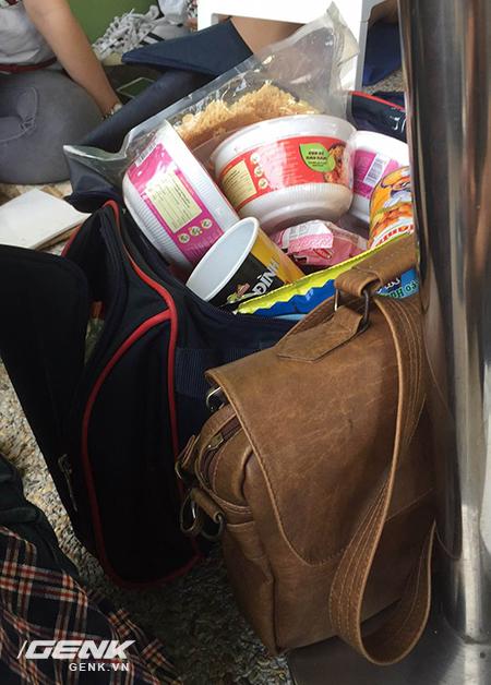 Ký sự: Tôi đi xếp hàng mua iPhone 7, chống đói bằng 2 chiếc bánh nướng và nhiều điều thú vị khác nữa - Ảnh 12.