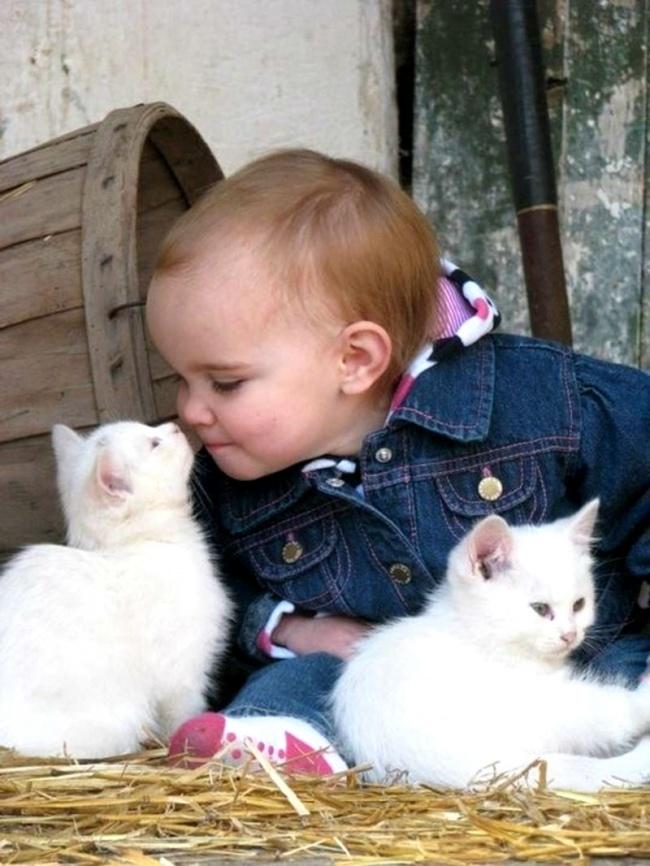 22 tình bạn đáng ngưỡng mộ của trẻ con và thú cưng - Ảnh 2.