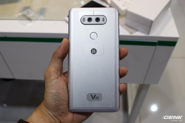 Trên tay siêu phẩm LG V20 tại Việt Nam: ngoại hình cứng cáp hơn, trang bị camera kép, giá gần 17 triệu đồng - Ảnh 2.