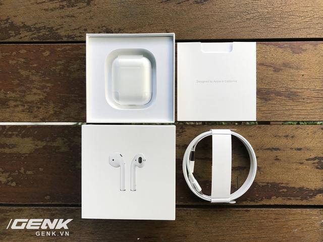 Trên tay AirPods, tai nghe không dây nhiều tai tiếng của Apple vừa xuất hiện tại Việt Nam - Ảnh 3.