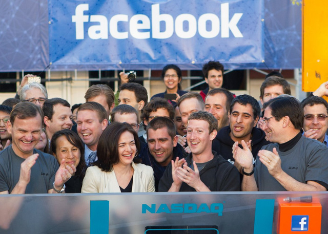 Lịch sử Facebook qua ảnh: Từ những thanh niên nhậu nhẹt giữa văn phòng đến kẻ thống trị thế giới - Ảnh 21.
