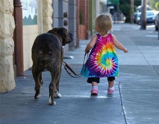 22 tình bạn đáng ngưỡng mộ của trẻ con và thú cưng - Ảnh 19.