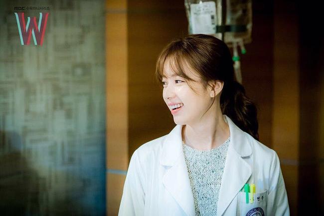 """Suzy và Han Hyo Joo: Em """"đơ toàn tập"""", chị """"cố quá thành quá cố"""" - Ảnh 5."""