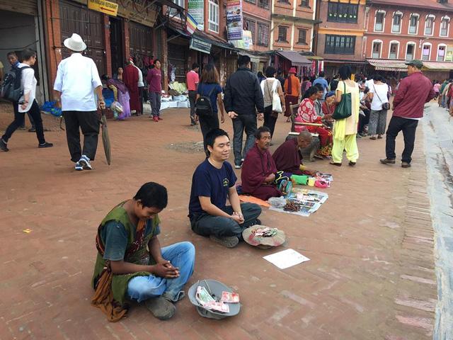 Một du khách người Việt đã thử đóng vai ăn xin ở Nepal và kết quả nhận được thật bất ngờ - Ảnh 3.