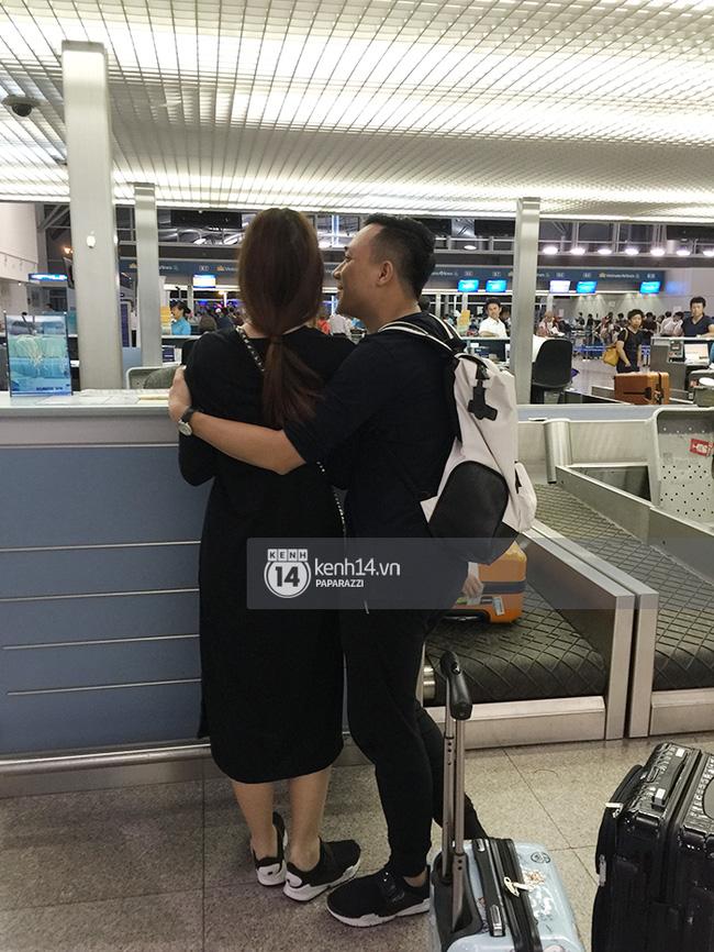 Nhiều lần thoải mái ôm hôn nơi công cộng, Trấn Thành và Hari Won đang là cặp đôi lộ liễu nhất Vbiz - Ảnh 7.