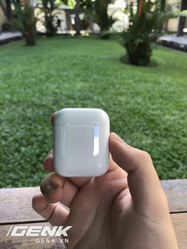 Trên tay AirPods, tai nghe không dây nhiều tai tiếng của Apple vừa xuất hiện tại Việt Nam - Ảnh 5.