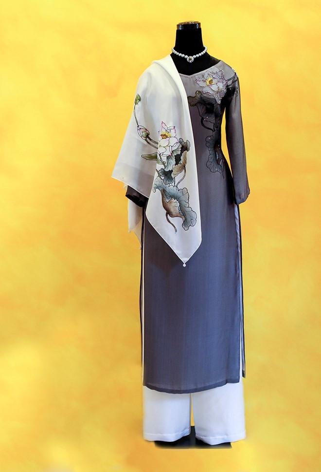 Việt Nam gửi áo dài hoa sen cho phu nhân Tổng thống Obama - Ảnh 5.