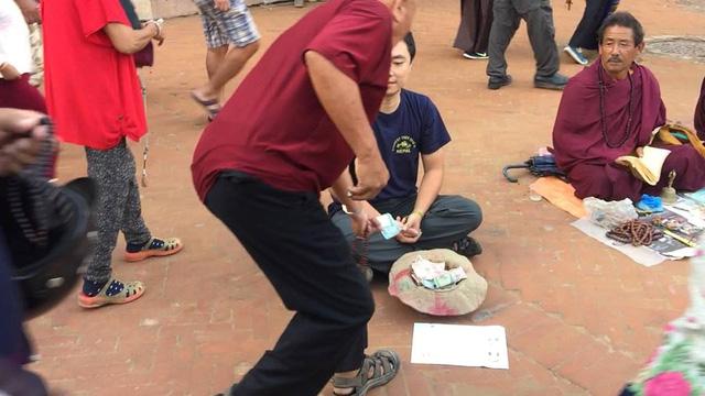 Một du khách người Việt đã thử đóng vai ăn xin ở Nepal và kết quả nhận được thật bất ngờ - Ảnh 5.