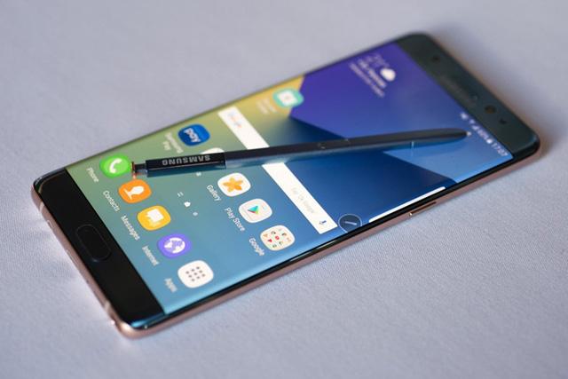 Đừng quên rằng trong năm nay Samsung đã tạo ra một tượng đài mới về thiết kế - Ảnh 5.