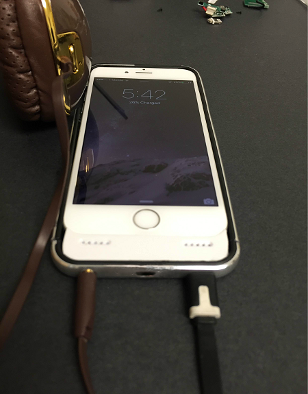 Ai sắp mua iPhone 7 thì nên kết thân với chiếc case xấu xí này đi là vừa - Ảnh 2.