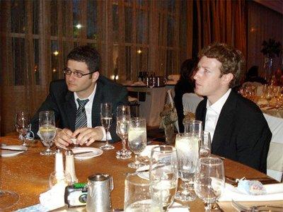 Lịch sử Facebook qua ảnh: Từ những thanh niên nhậu nhẹt giữa văn phòng đến kẻ thống trị thế giới - Ảnh 5.