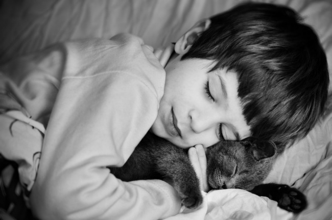 22 tình bạn đáng ngưỡng mộ của trẻ con và thú cưng - Ảnh 4.