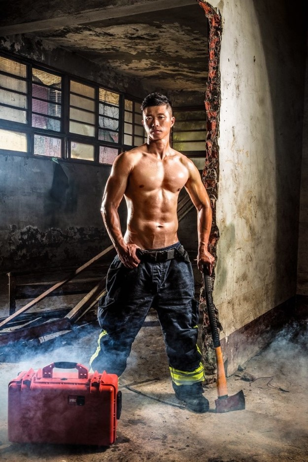 Bỏng mắt với dàn lính cứu hỏa Đài Loan nóng bỏng đến từng centimet - Ảnh 11.