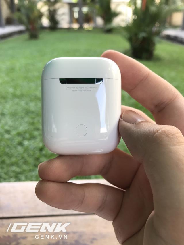 Trên tay AirPods, tai nghe không dây nhiều tai tiếng của Apple vừa xuất hiện tại Việt Nam - Ảnh 6.