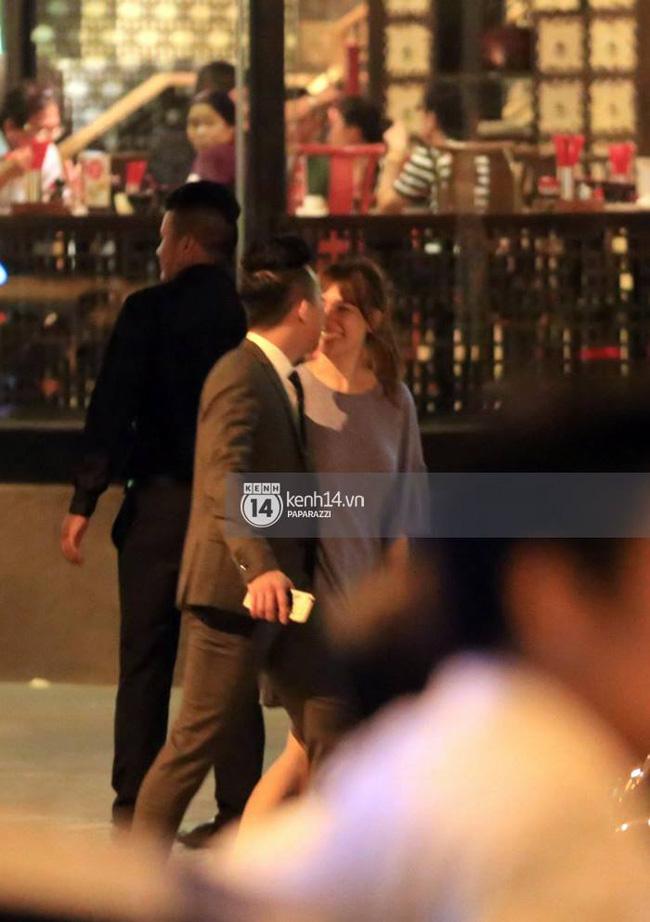 Nhiều lần thoải mái ôm hôn nơi công cộng, Trấn Thành và Hari Won đang là cặp đôi lộ liễu nhất Vbiz - Ảnh 8.