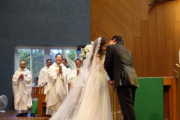 Giọng ca hải ngoại Mai Thiên Vân kết hôn với bạn trai quen 10 năm - Ảnh 7.