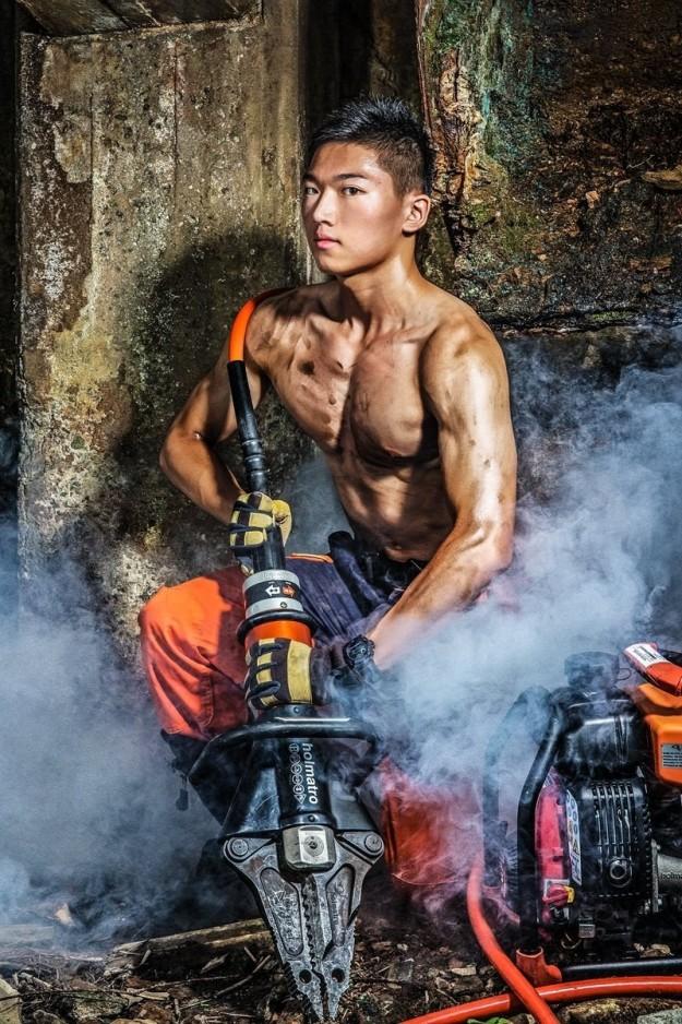 Bỏng mắt với dàn lính cứu hỏa Đài Loan nóng bỏng đến từng centimet - Ảnh 15.