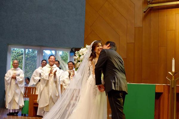 Giọng ca hải ngoại Mai Thiên Vân kết hôn với bạn trai quen 10 năm - Ảnh 8.