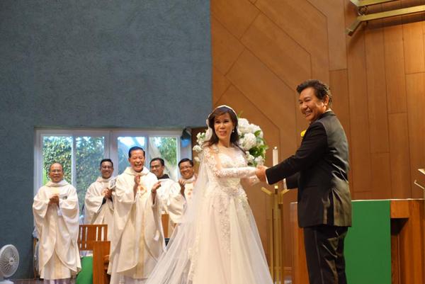 Giọng ca hải ngoại Mai Thiên Vân kết hôn với bạn trai quen 10 năm - Ảnh 9.