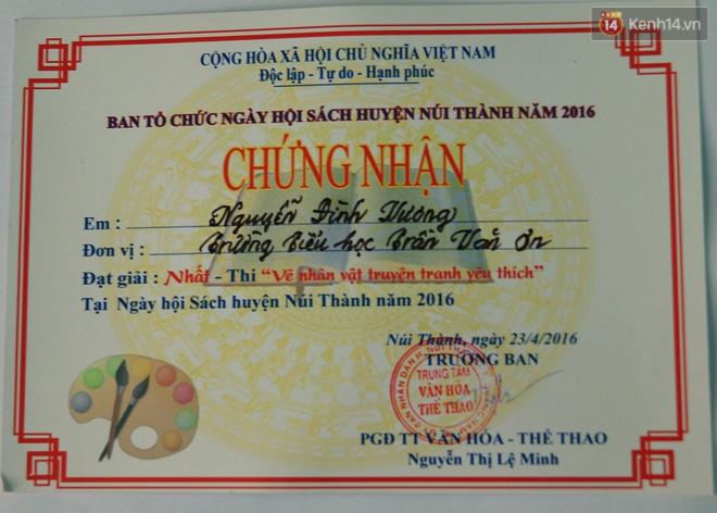Cậu bé người rắn ở Quảng Nam: Hồi trước các bạn bỏ chạy vì sợ, nhưng giờ nhiều bạn thân với con lắm - Ảnh 12.