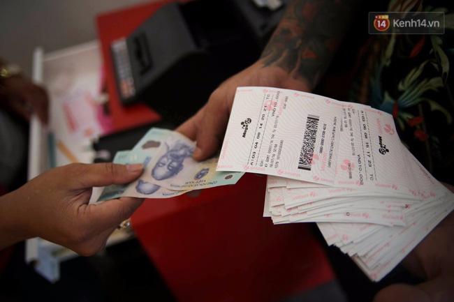 Người Sài Gòn hào hứng trải nghiệm vé số tự chọn giải thưởng 12 tỷ lần đầu ra mắt - Ảnh 7.