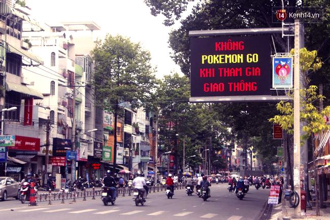Không Pokemon Go khi tham gia giao thông - Sài Gòn chính thức có biển cảnh báo game thủ trên đường phố - Ảnh 1.