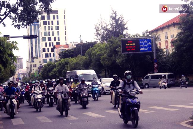 Không Pokemon Go khi tham gia giao thông - Sài Gòn chính thức có biển cảnh báo game thủ trên đường phố - Ảnh 2.