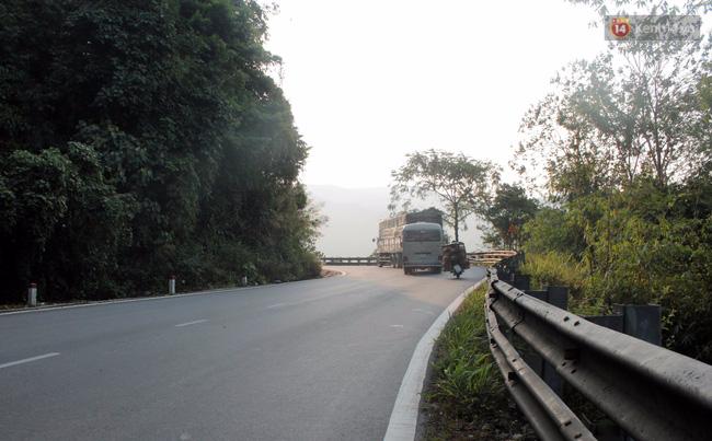 Xe tải dìu xe khách mất phanh lao đèo Bảo Lộc thoát tai nạn thảm khốc - Ảnh 4.