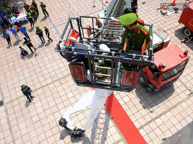 Trình diễn kỹ năng mềm, thiết bị phòng cháy chữa cháy và cứu hộ cứu nạn tại Hà Nội - Ảnh 1.