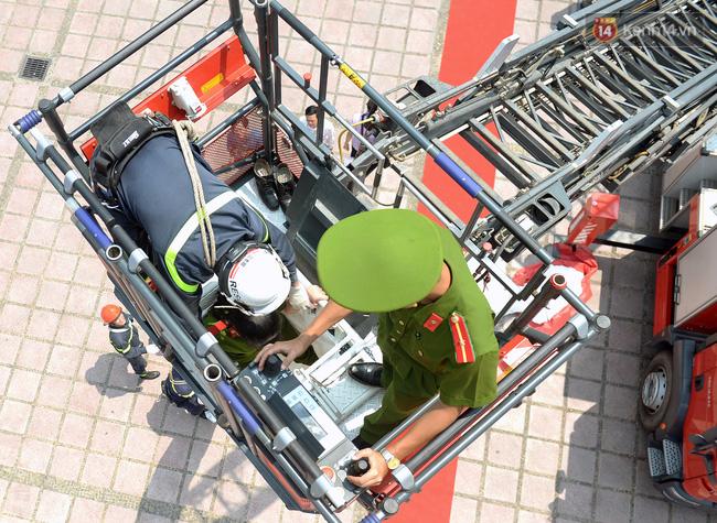 Trình diễn kỹ năng mềm, thiết bị phòng cháy chữa cháy và cứu hộ cứu nạn tại Hà Nội - Ảnh 2.