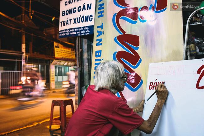 Người họa sĩ già và những tấm biển quảng cáo vẽ tay độc nhất vô nhị ở Sài Gòn - Ảnh 15.