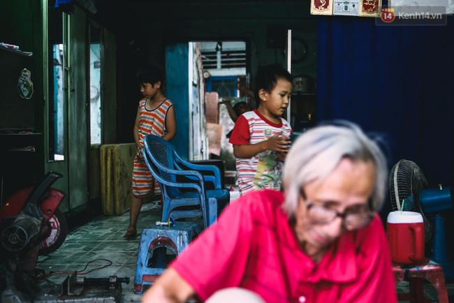 Người họa sĩ già và những tấm biển quảng cáo vẽ tay độc nhất vô nhị ở Sài Gòn - Ảnh 16.