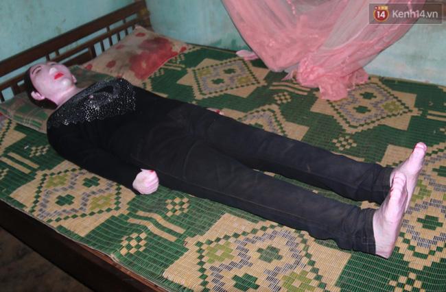 Gặp lại dị nhân Quảng Nam 13 năm vẫn ôm bức tượng chứa thi hài của vợ để ngủ - Ảnh 3.