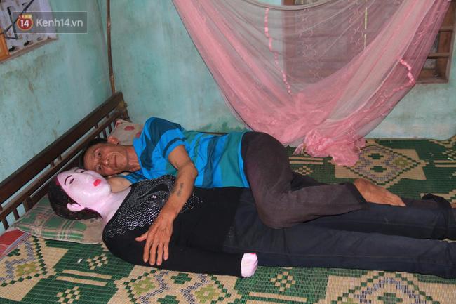 Gặp lại dị nhân Quảng Nam 13 năm vẫn ôm bức tượng chứa thi hài của vợ để ngủ - Ảnh 5.