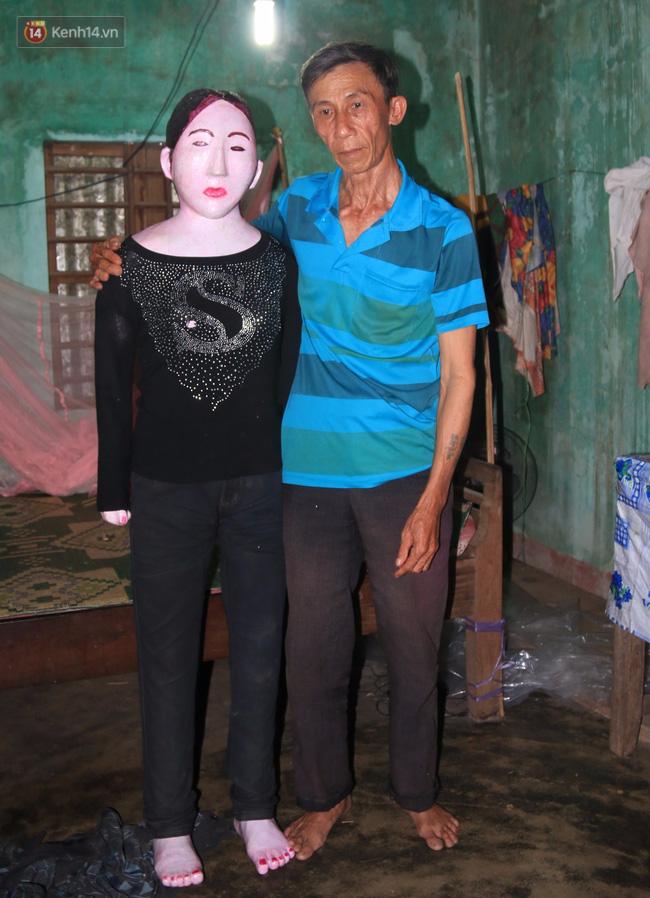 Gặp lại dị nhân Quảng Nam 13 năm vẫn ôm bức tượng chứa thi hài của vợ để ngủ - Ảnh 9.