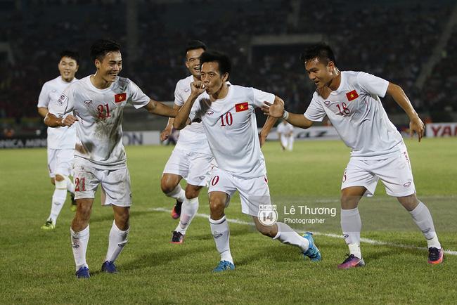 Công Vinh: Hãy khen cả đội tuyển Việt Nam, đừng khen cá nhân tôi - Ảnh 2.